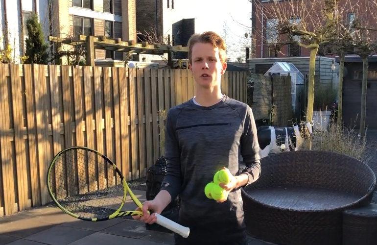 Jesper de Jong wint tennistoernooi in Almaty