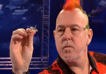 Peter Wright knokt zich langs Rob Cross