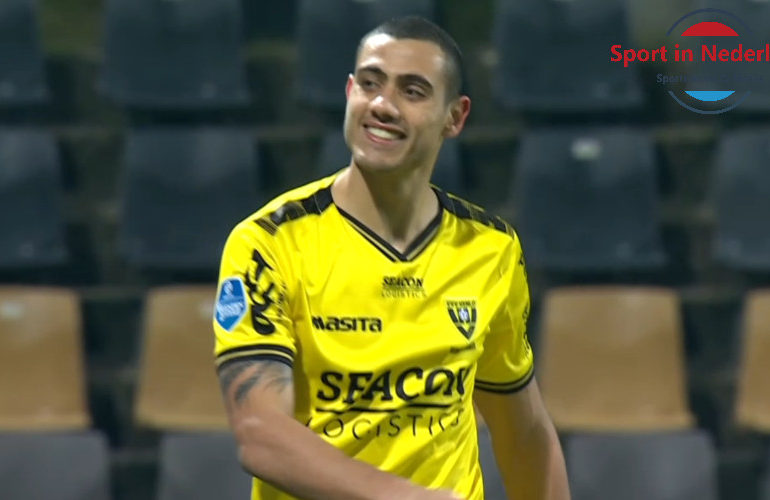 Giakoumakis sloopt in zijn eentje Vitesse