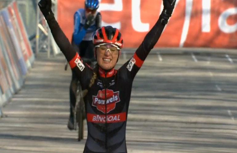 Denise Betsema wint Ethias Cross in Eeklo