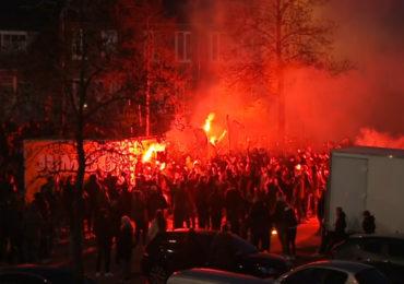 Cambuur supporters vieren promotie bij stadion (VIDEO)