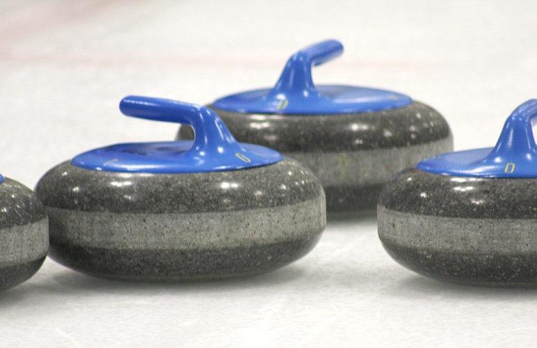 Curlingmannen beginnen WK met nederlaag