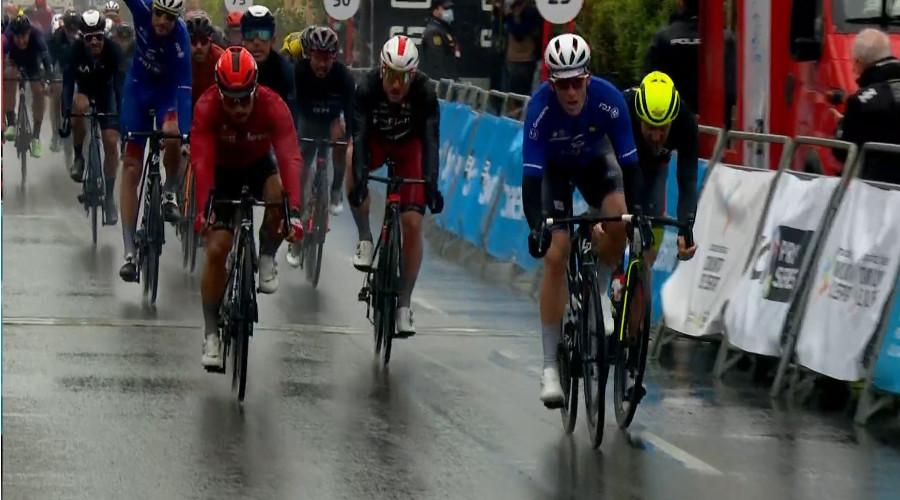 Demare sprint naar etappezege in Ronde van Valencia