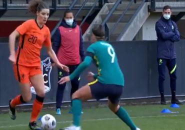 Nederlands vrouwenelftal op schot tegen Australië