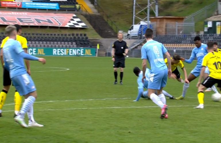 PSV wint uitwedstrijd bij VVV met 2-0