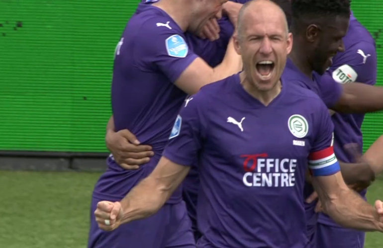 Robben loodst FC Groningen langs Emmen