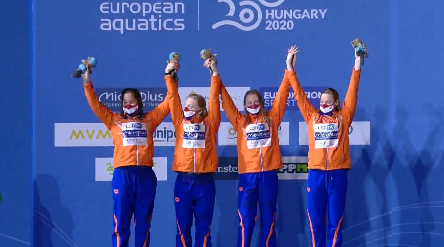 Estafette zwemsters winnen zilver