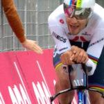 Filippo Ganna wint eerste etappe in de Giro d'Italia