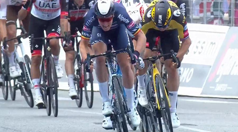 Tim Merlier wint tweede etappe in de Giro