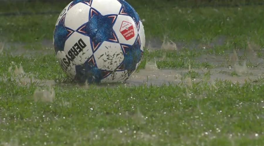 Voetbal regen