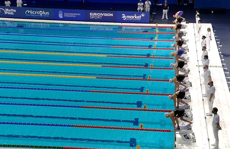Rosey Metz naar halve finale 50 meter schoolslag