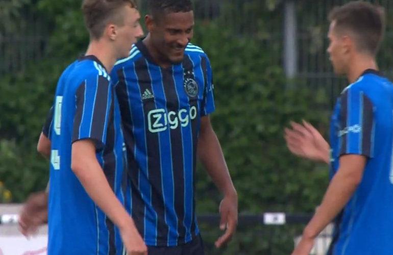 Ajax in oefenwedstrijd te sterk voor Paderborn