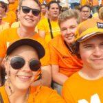 Sanne en Boaz Hamerpagt genieten op de Max Verstappen tribune