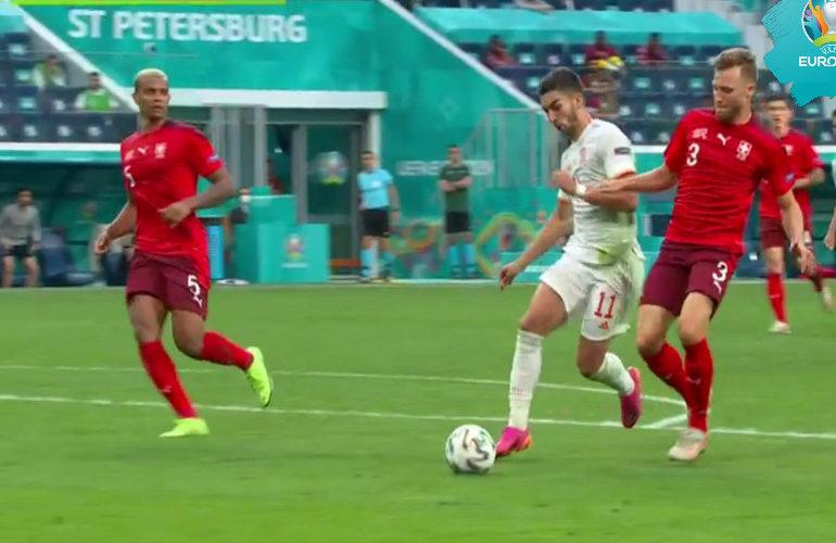 Spanje bereikt halve finale van het EK