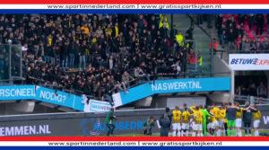 Tribune met feestende Vitesse supports stort in